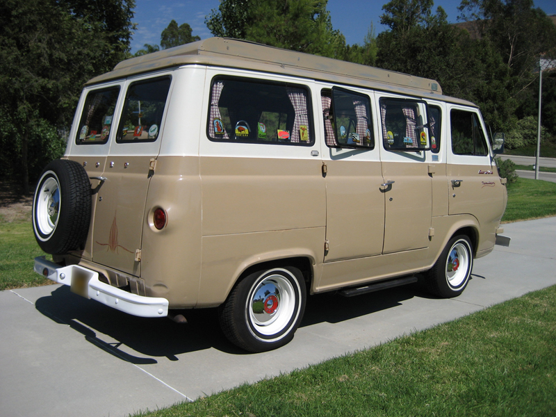 1964 FORD ECONOLINE WAGON - Rear 3/4 - 43267