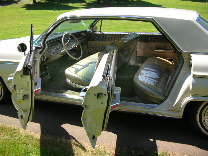1962 OLDSMOBILE HOLIDAY 98 4 DOOR HARDTOP - Interior - 43283