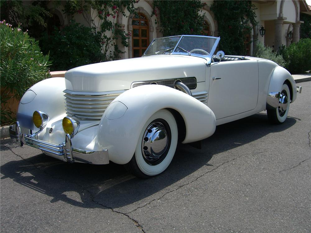 1937 CORD 812 SPORTSMAN CABRIOLET - Front 3/4 - 43320