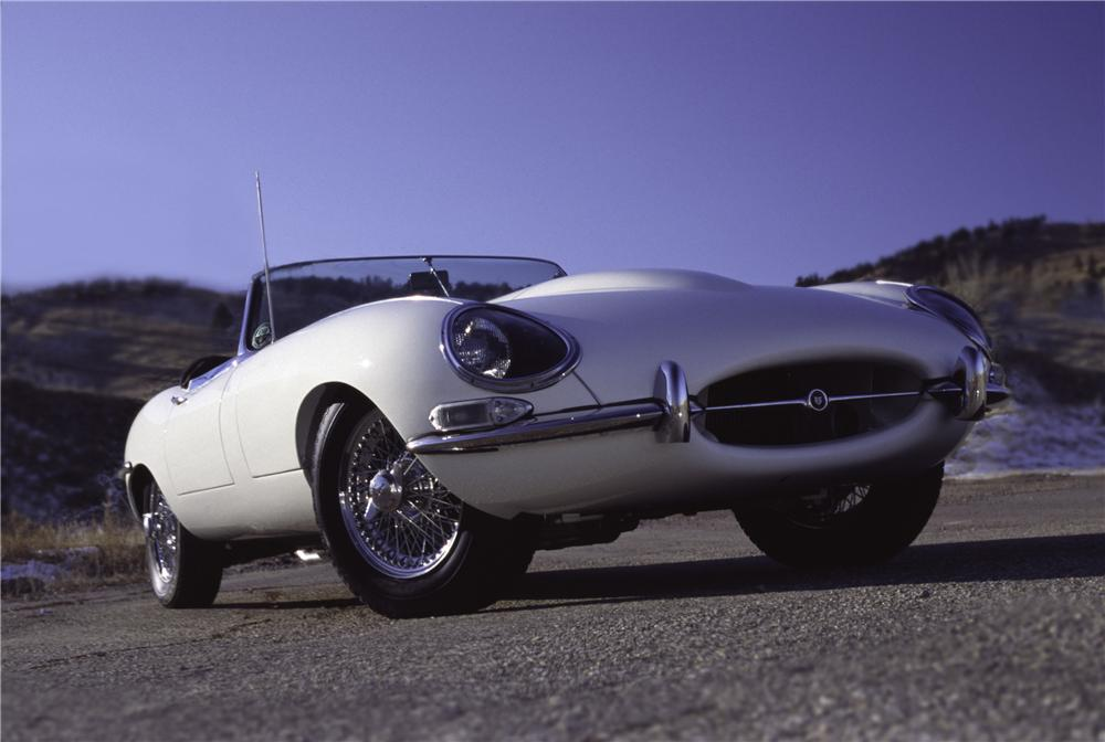 1965 JAGUAR E-TYPE CONVERTIBLE - Front 3/4 - 43366