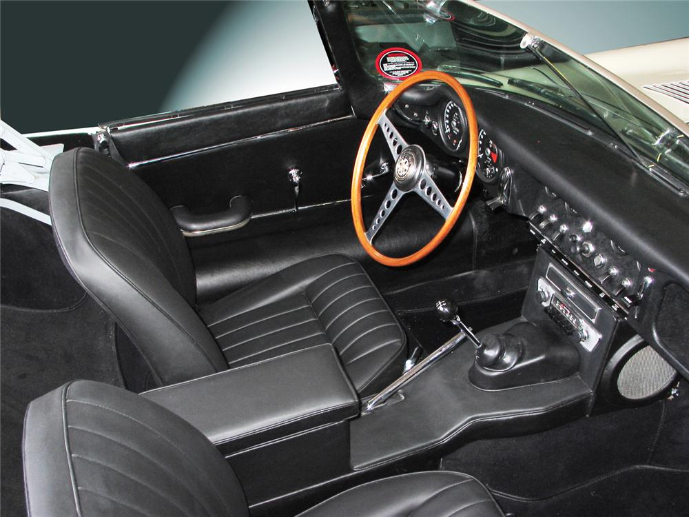 1965 JAGUAR E-TYPE CONVERTIBLE - Interior - 43366