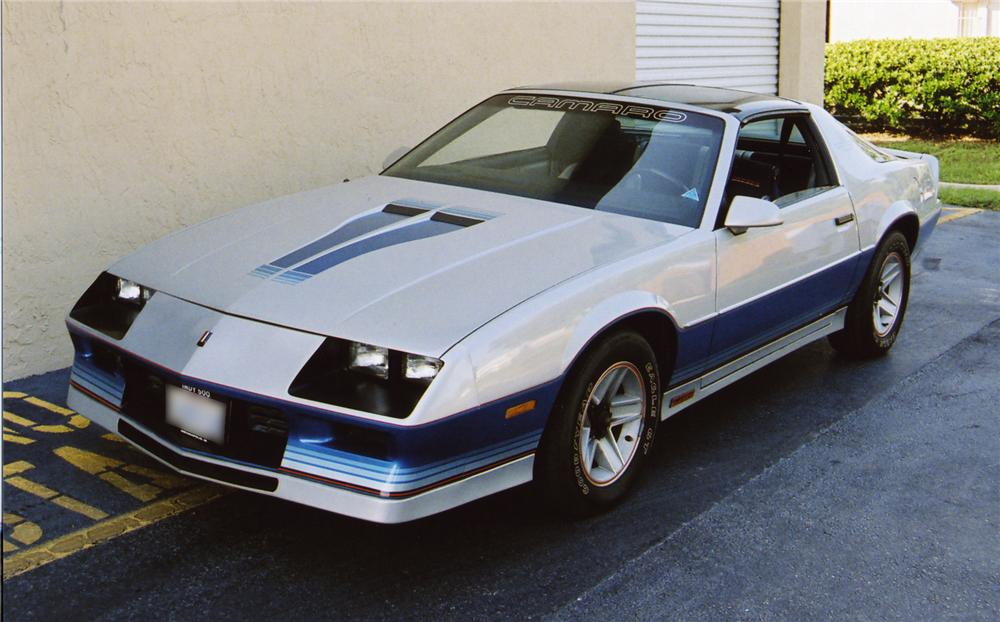 1982 CHEVROLET CAMARO Z/28 COUPE - Front 3/4 - 43557