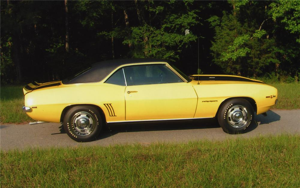 1969 CHEVROLET CAMARO Z/28 RS COUPE - Side Profile - 43560