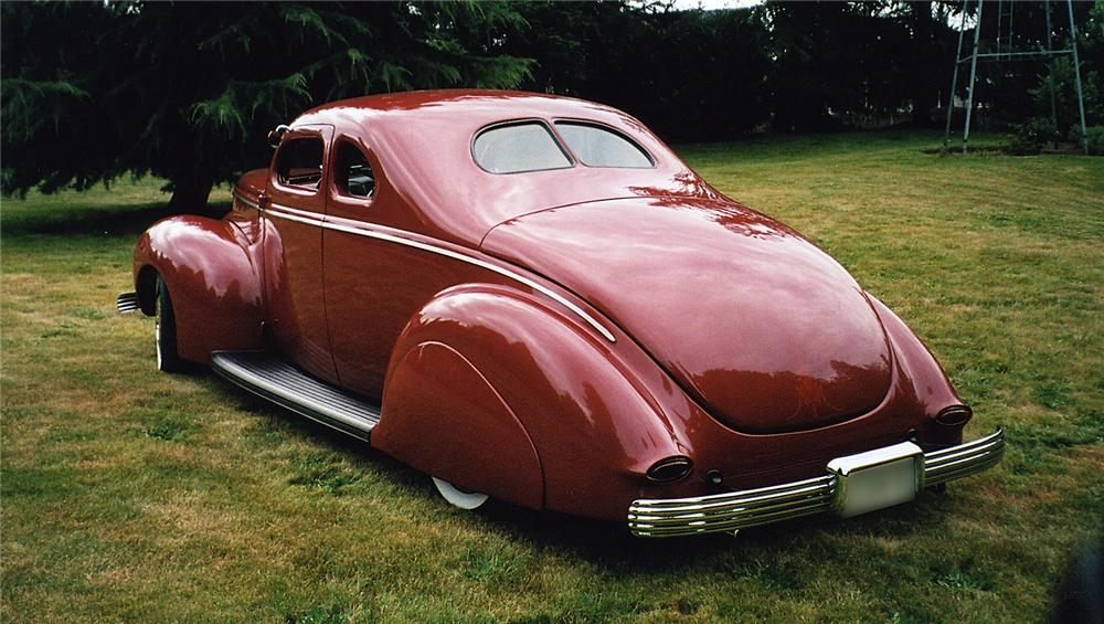 1940 FORD DELUXE CUSTOM COUPE - Rear 3/4 - 43574