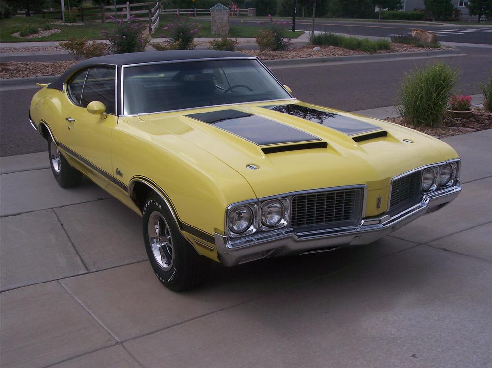 1970 OLDSMOBILE CUTLASS W31 HOLIDAY COUPE - Front 3/4 - 43606
