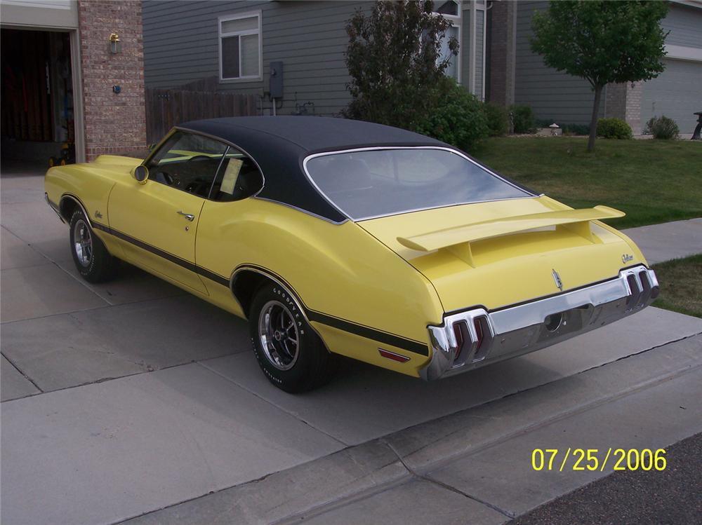 1970 OLDSMOBILE CUTLASS W31 HOLIDAY COUPE - Rear 3/4 - 43606