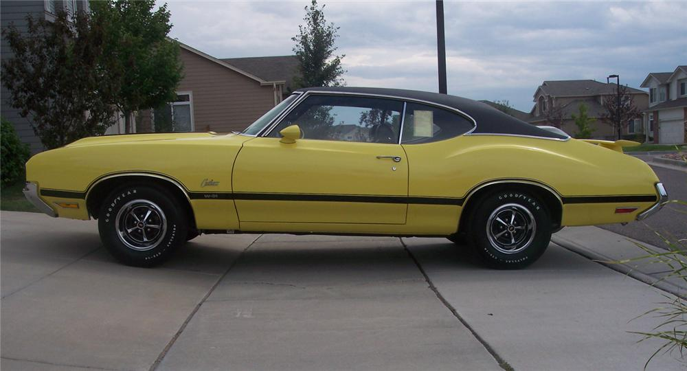 1970 OLDSMOBILE CUTLASS W31 HOLIDAY COUPE - Side Profile - 43606