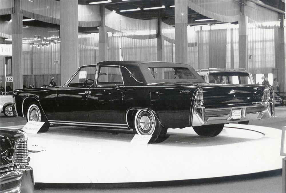 1963 LINCOLN CONTINENTAL TOWN BROUGHAM CONCEPT CAR - Rear 3/4 - 43635