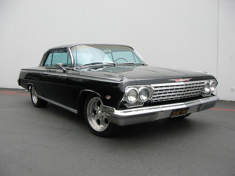1962 CHEVROLET IMPALA CUSTOM COUPE - Front 3/4 - 43658