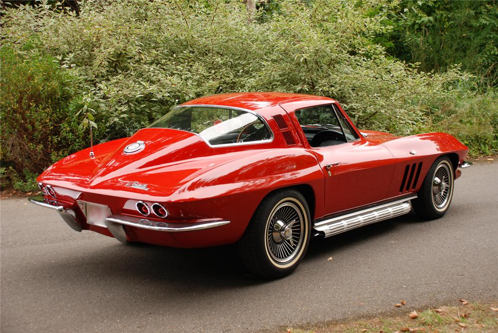 1965 CHEVROLET CORVETTE 327 COUPE - Rear 3/4 - 43677