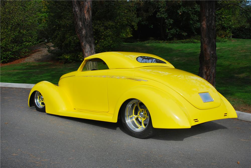 1939 FORD ROADSTER STREET ROD - Front 3/4 - 43680