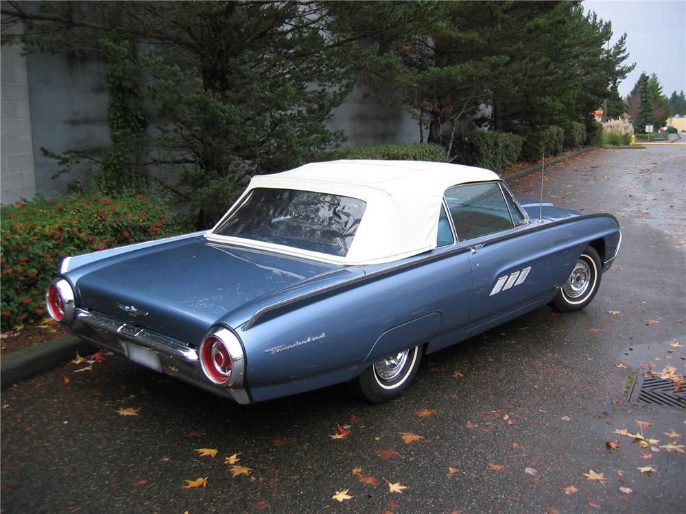 1963 FORD THUNDERBIRD CONVERTIBLE - Rear 3/4 - 43690