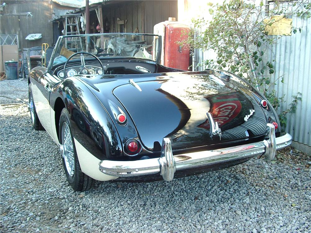 1962 AUSTIN-HEALEY 3000 MARK II ROADSTER - Rear 3/4 - 43789