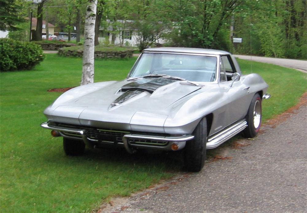 1967 CHEVROLET CORVETTE 427/400 CONVERTIBLE - Front 3/4 - 43826