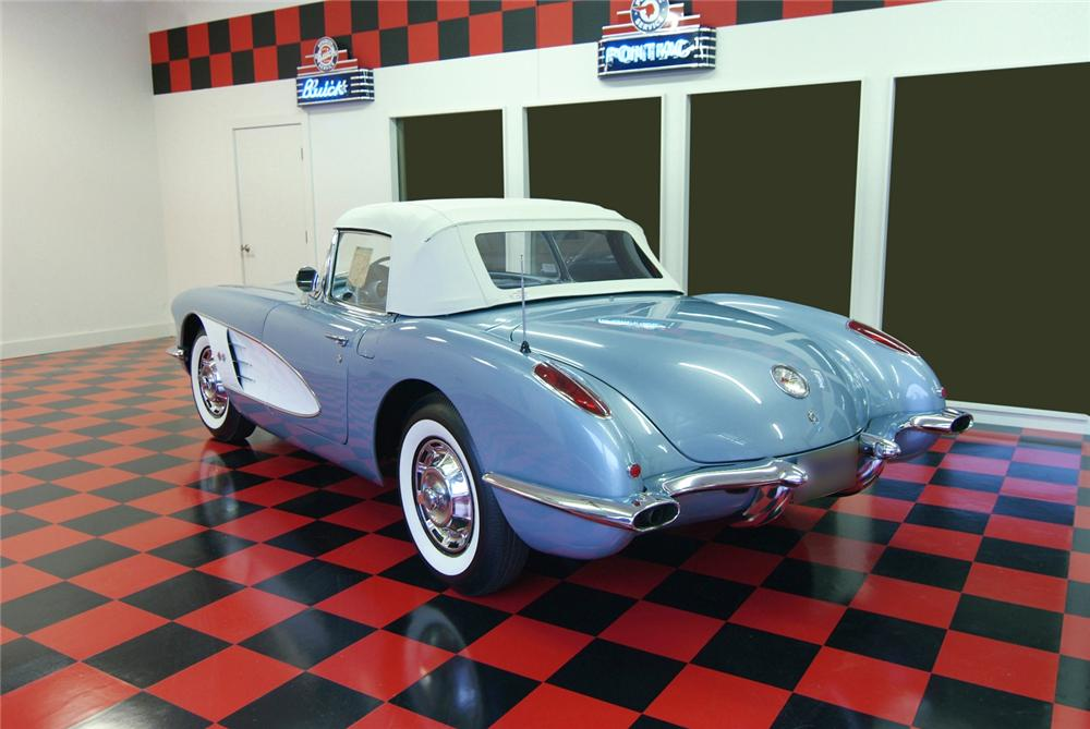 1959 CHEVROLET CORVETTE CONVERTIBLE - Rear 3/4 - 43874