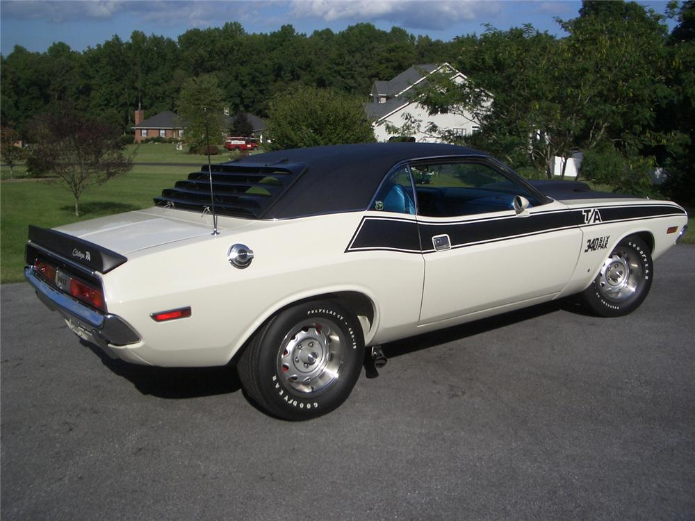 1970 DODGE CHALLENGER 2 DOOR HARDTOP - Rear 3/4 - 43891