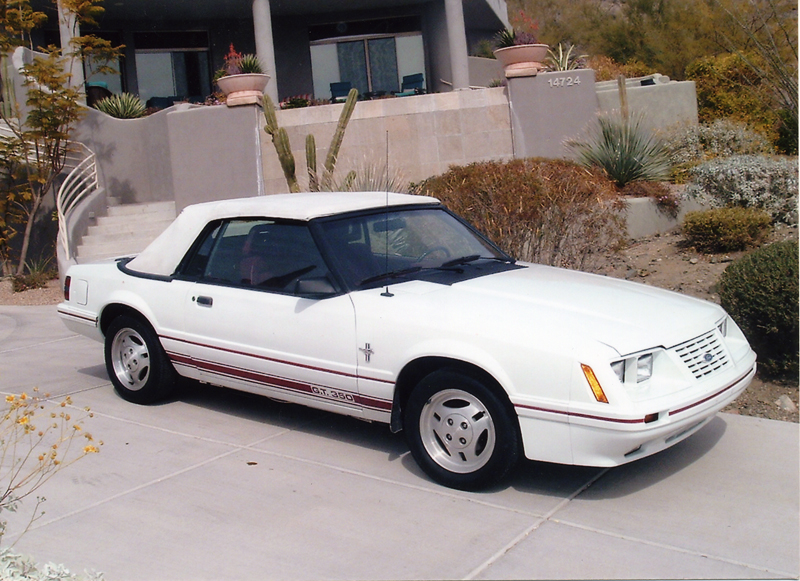 1984 FORD MUSTANG CONVERTIBLE - Front 3/4 - 43930