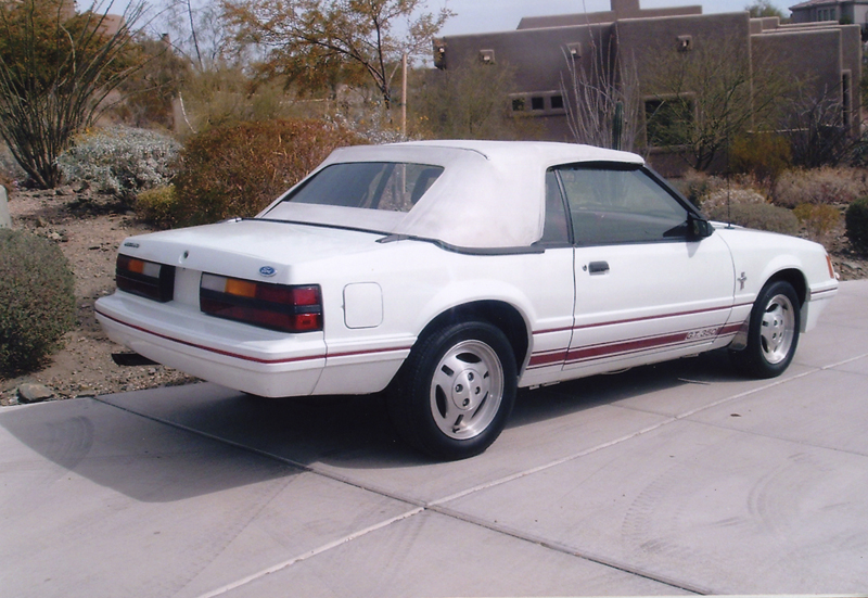 1984 FORD MUSTANG CONVERTIBLE - Rear 3/4 - 43930