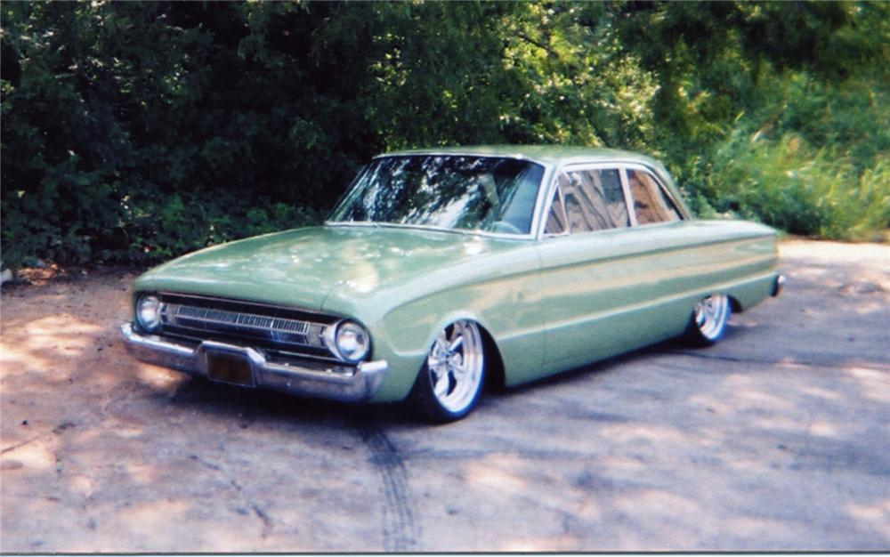 1961 FORD FALCON CUSTOM COUPE - Front 3/4 - 43944