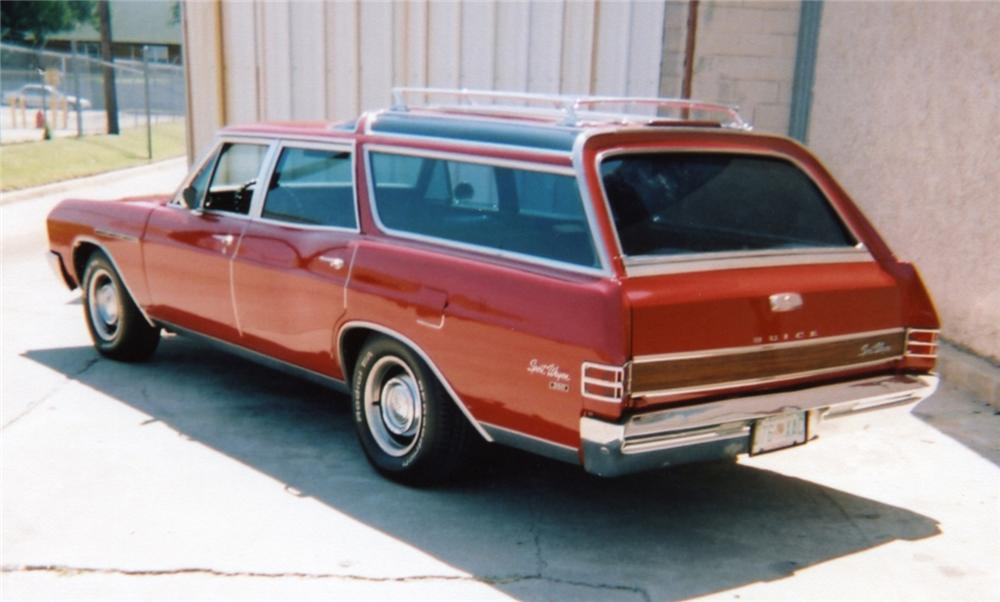 1967 BUICK CUSTOM SPORT WAGON - Rear 3/4 - 43953