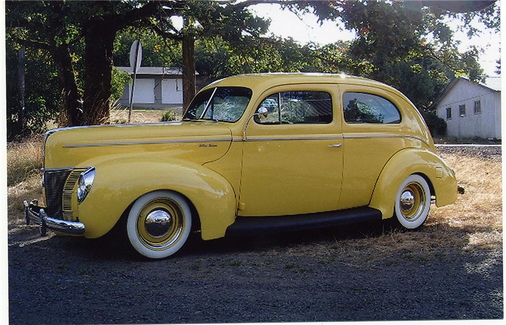 1940 FORD CUSTOM 2 DOOR SEDAN - Front 3/4 - 44047