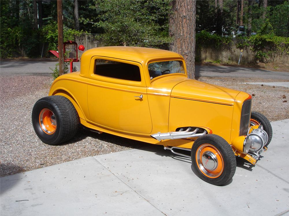 1932 FORD HI-BOY 3-WINDOW CUSTOM COUPE - Front 3/4 - 44090
