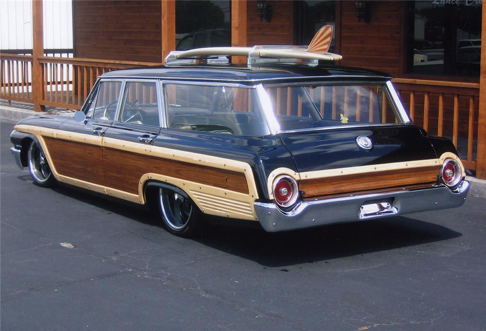 1962 FORD COUNTRY SQUIRE CUSTOM WAGON - Rear 3/4 - 44141