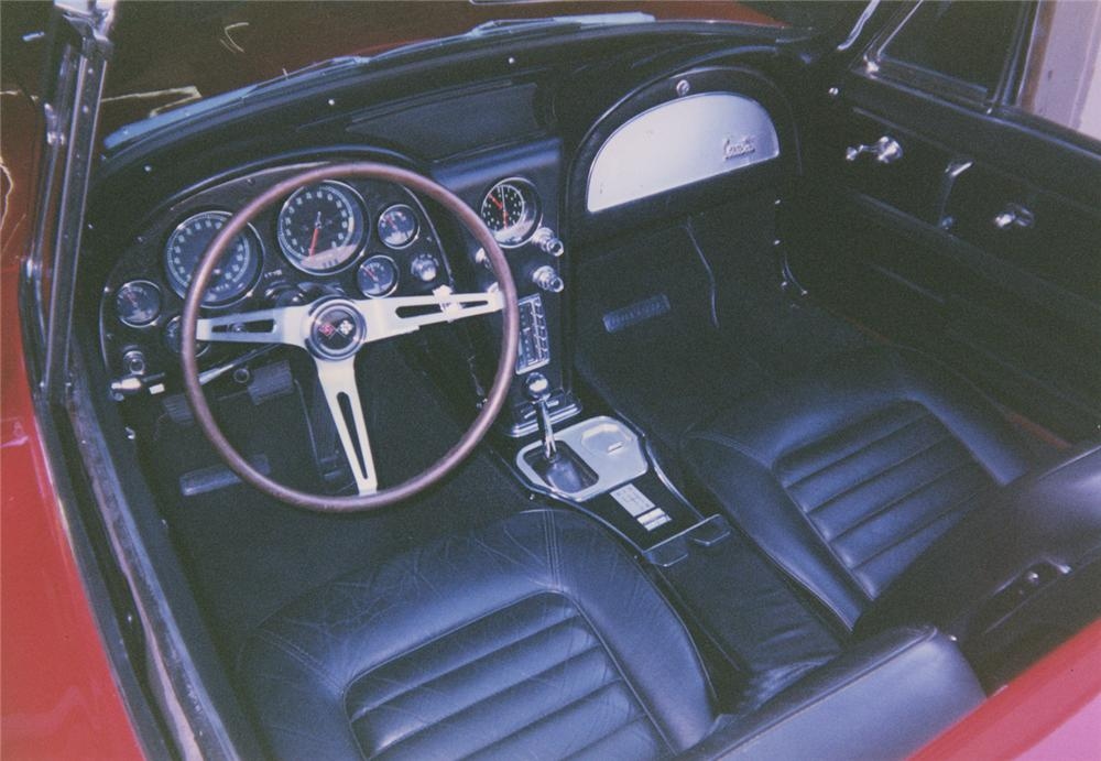 1966 CHEVROLET CORVETTE CONVERTIBLE - Interior - 44190