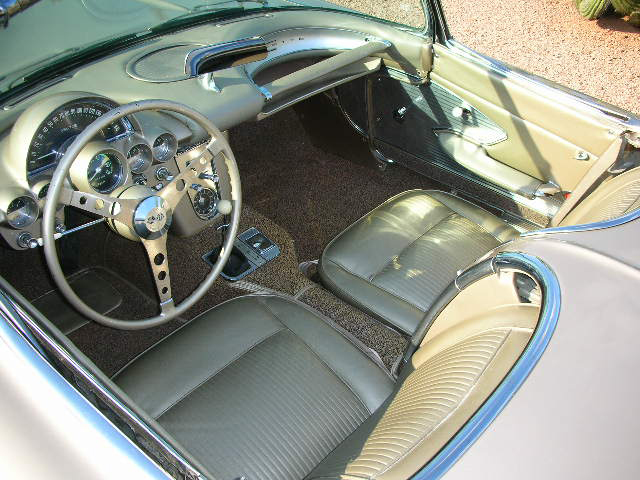 1961 CHEVROLET CORVETTE CONVERTIBLE - Interior - 44191