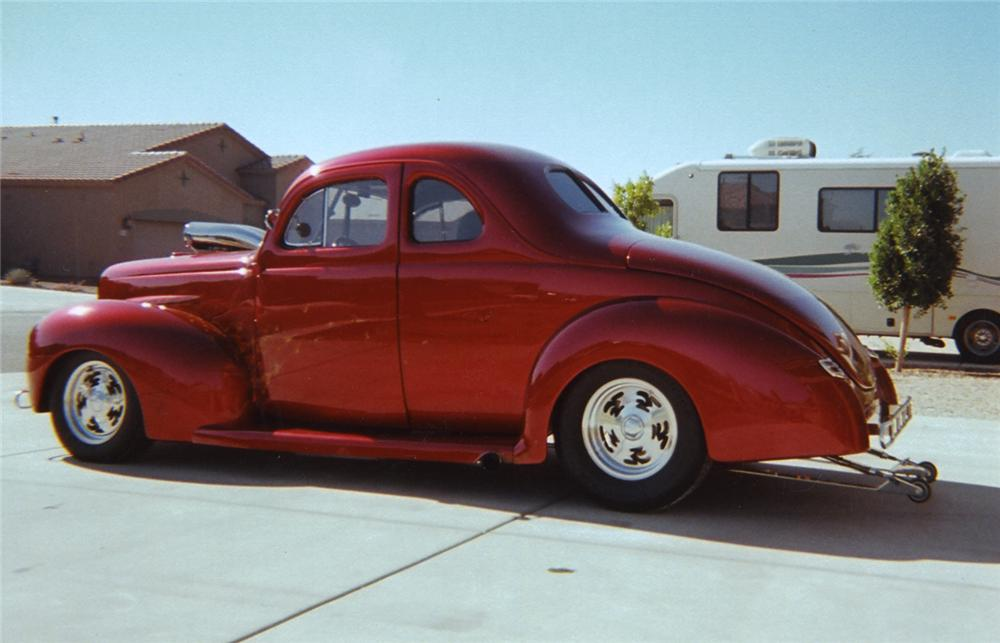 1940 FORD DELUXE CUSTOM COUPE - Rear 3/4 - 44228