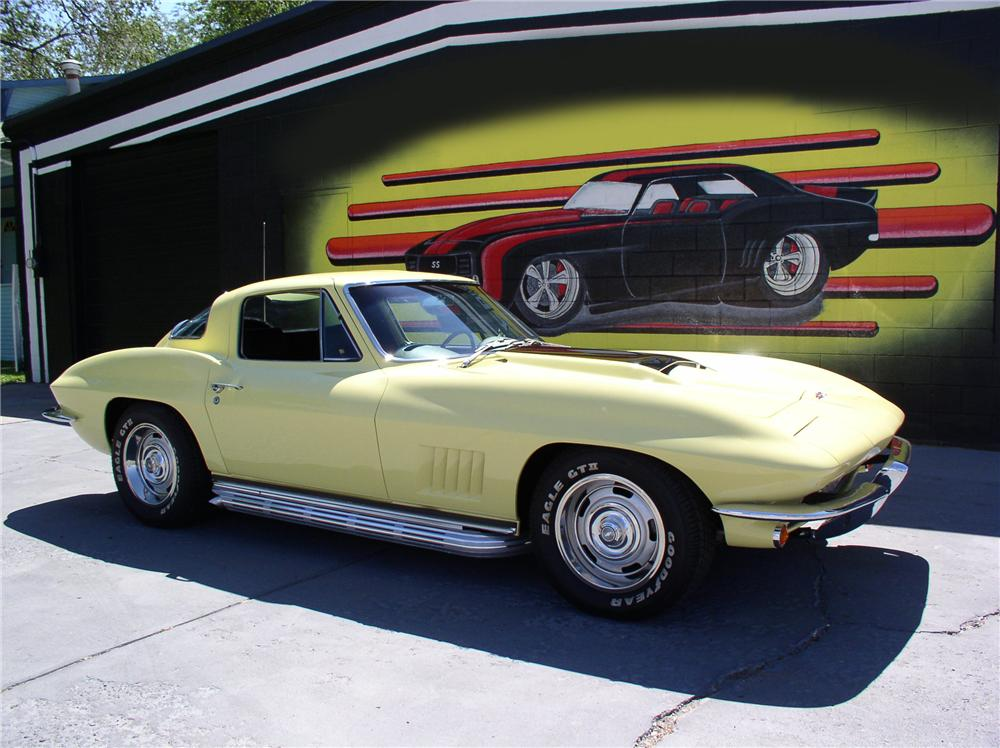 1967 CHEVROLET CORVETTE 327 COUPE - Front 3/4 - 44244