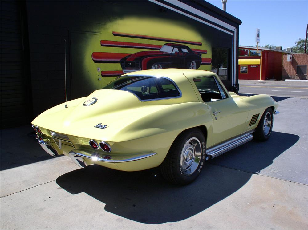 1967 CHEVROLET CORVETTE 327 COUPE - Rear 3/4 - 44244