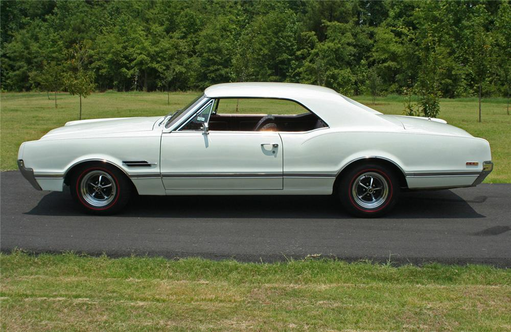 1966 OLDSMOBILE 442 HOLIDAY COUPE - Side Profile - 44317