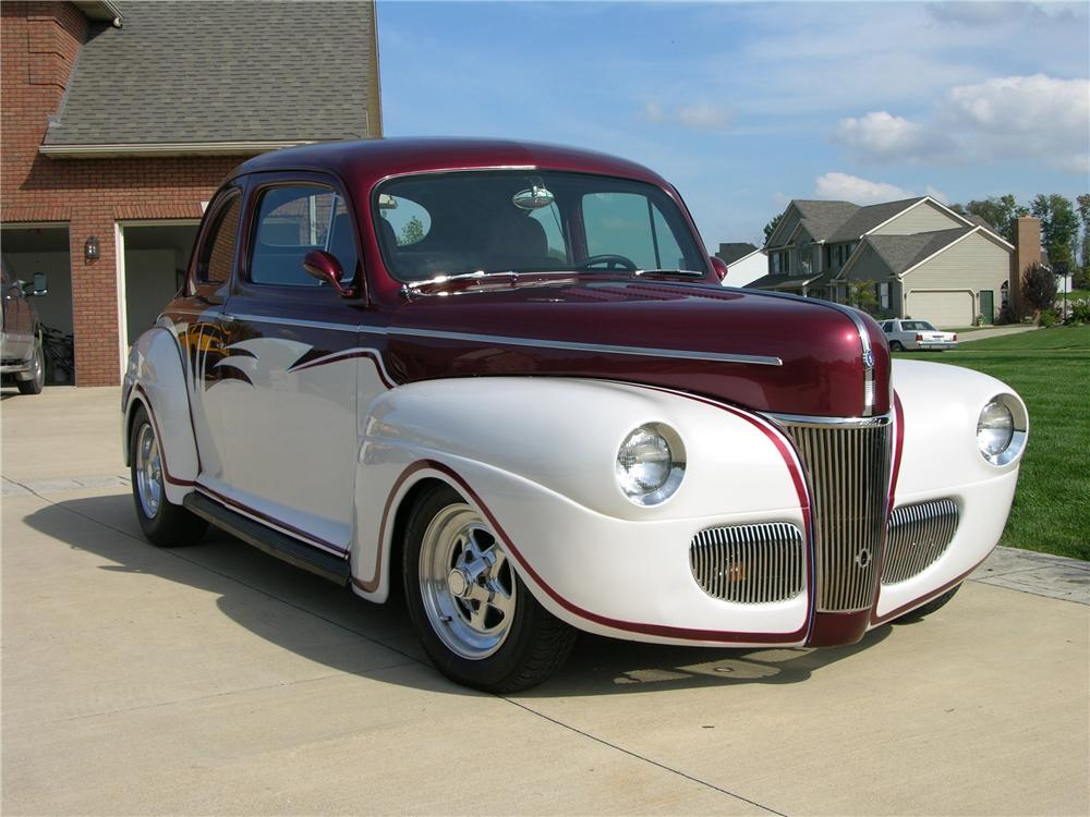 1941 FORD CUSTOM COUPE - Front 3/4 - 44379