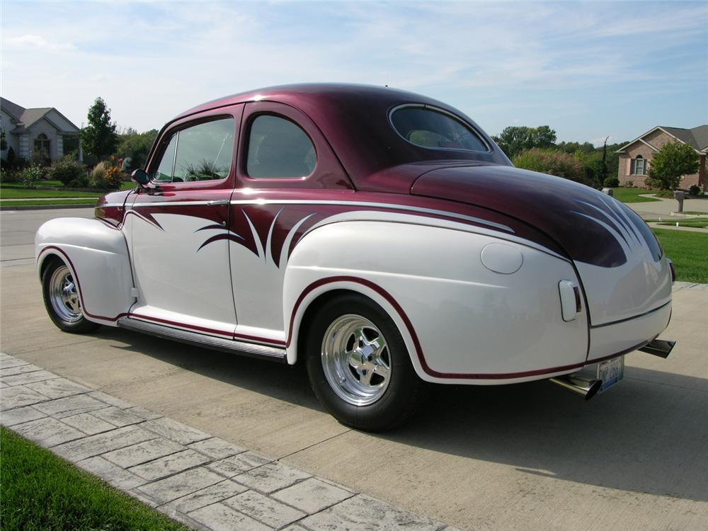 1941 FORD CUSTOM COUPE - Rear 3/4 - 44379