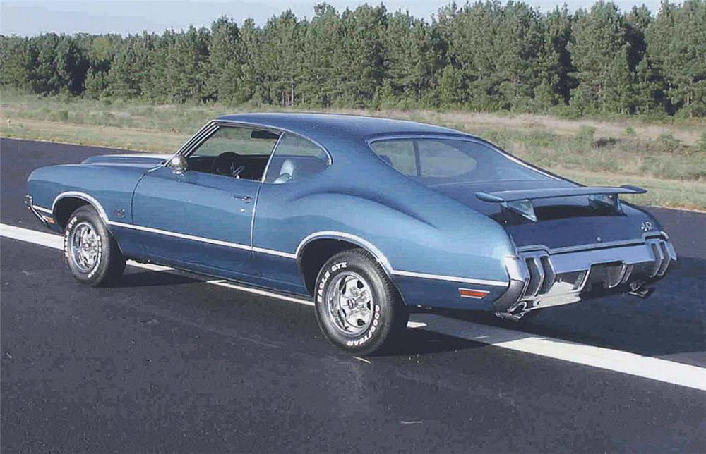 1970 OLDSMOBILE CUTLASS 442 2 DOOR HOLIDAY COUPE - Rear 3/4 - 44433