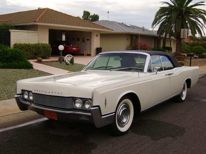 1966 LINCOLN CONTINENTAL CONVERTIBLE - Front 3/4 - 44448