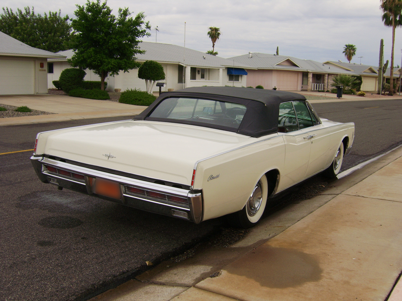1966 LINCOLN CONTINENTAL CONVERTIBLE - Rear 3/4 - 44448