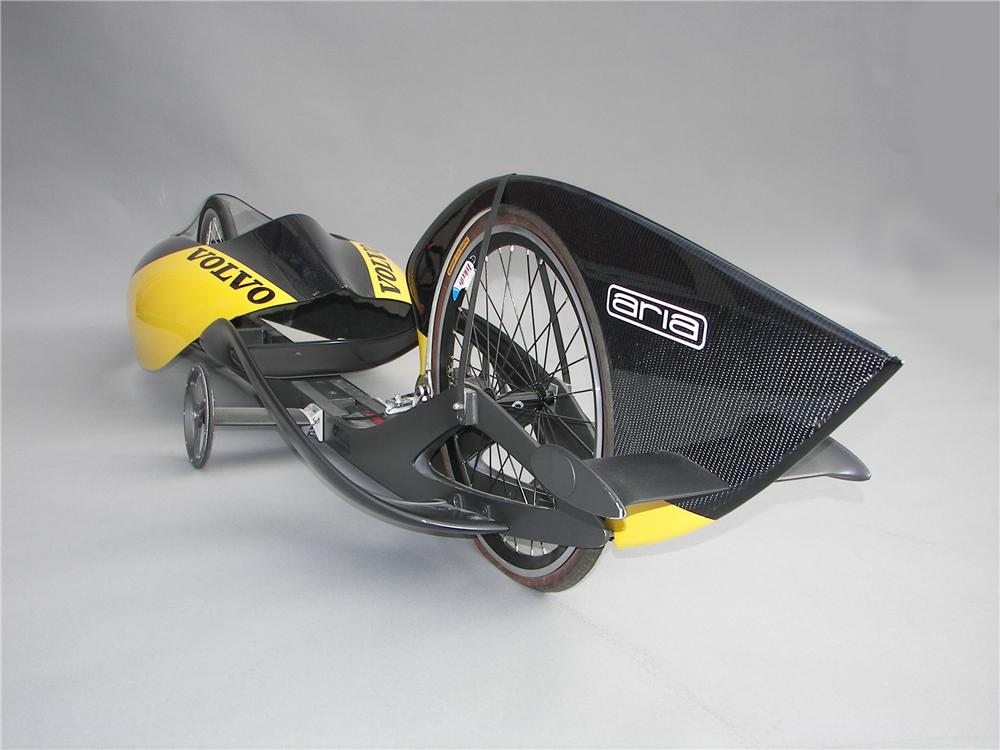 2004 VOLVO GRAVITY RACER SHOW CAR - Front 3/4 - 44500