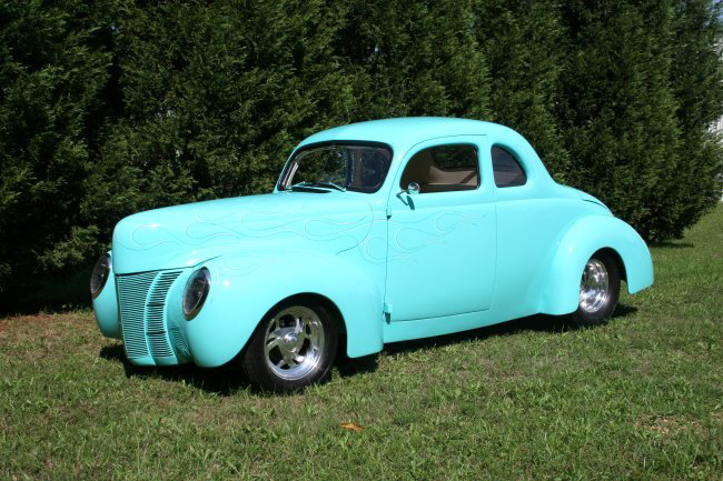1940 FORD DELUXE CUSTOM COUPE - Front 3/4 - 44589