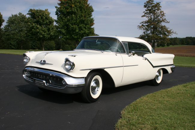 1957 OLDSMOBILE HOLIDAY HOLIDAY J2 COUPE - Front 3/4 - 44600