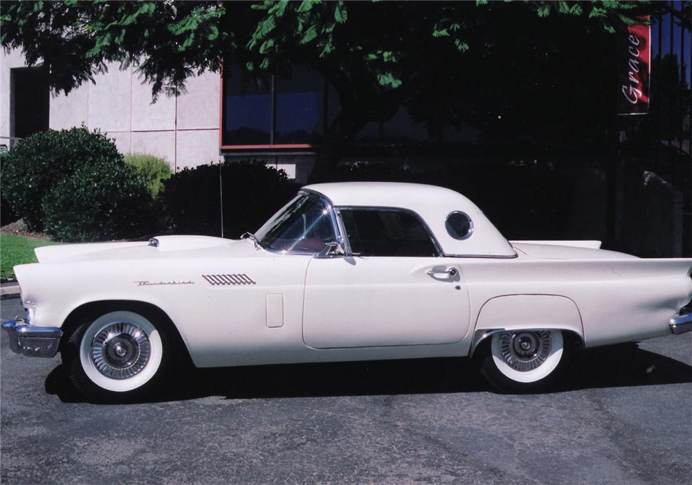 1957 FORD THUNDERBIRD CONVERTIBLE - Side Profile - 44903