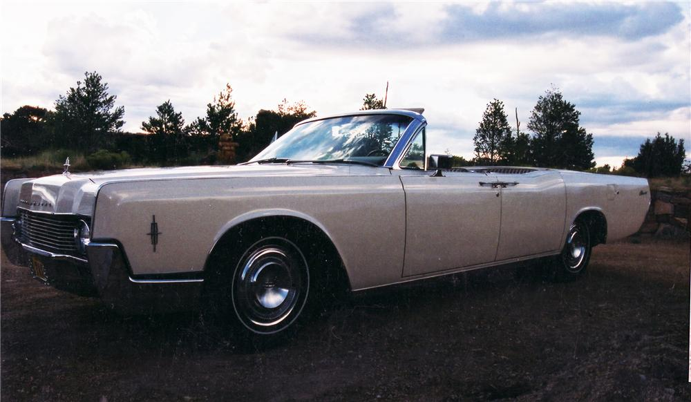1966 LINCOLN CONTINENTAL CONVERTIBLE - Front 3/4 - 45120