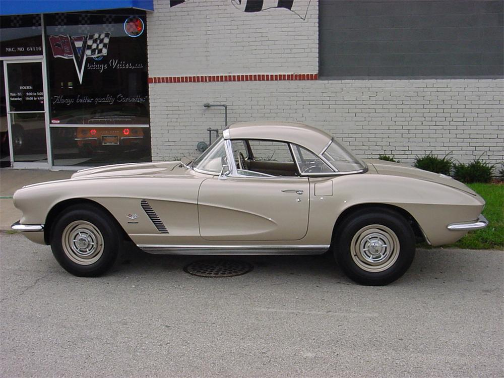 1962 CHEVROLET CORVETTE CONVERTIBLE - Side Profile - 45122