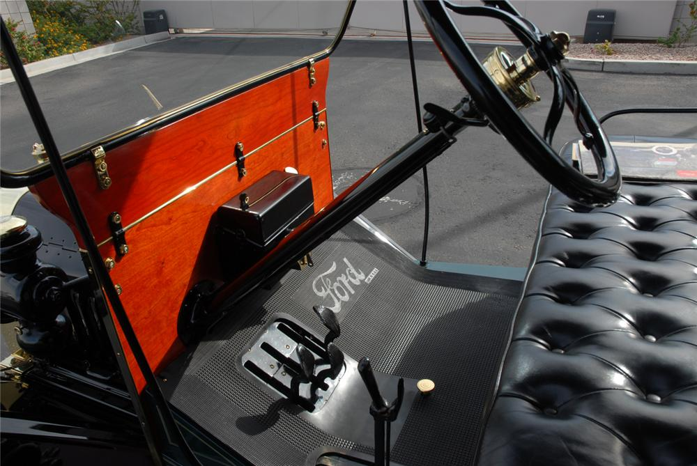 1915 FORD MARTIN-PERRY BODIED T DELIVERY - Interior - 45250