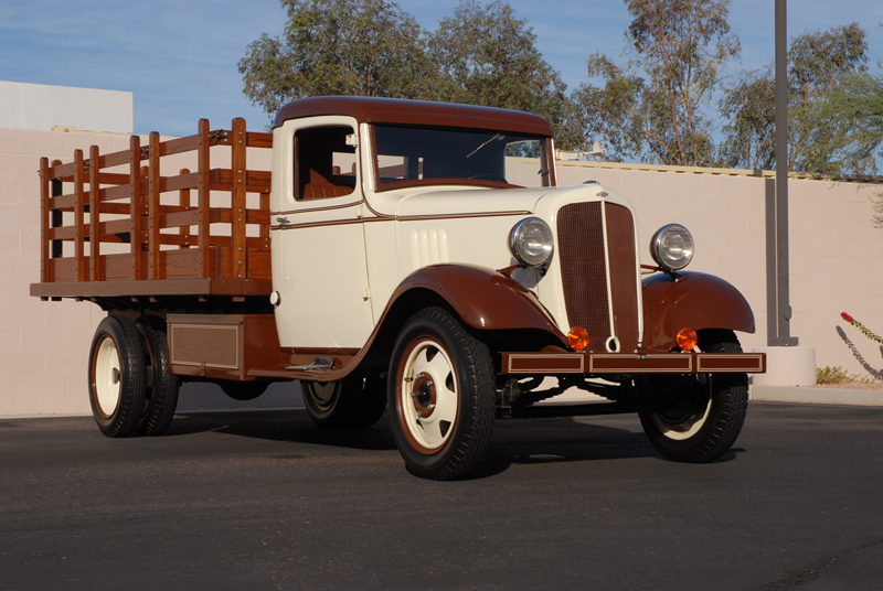 1934 CHEVROLET 1 1/2 TON STAKE TRUCK - Front 3/4 - 45253