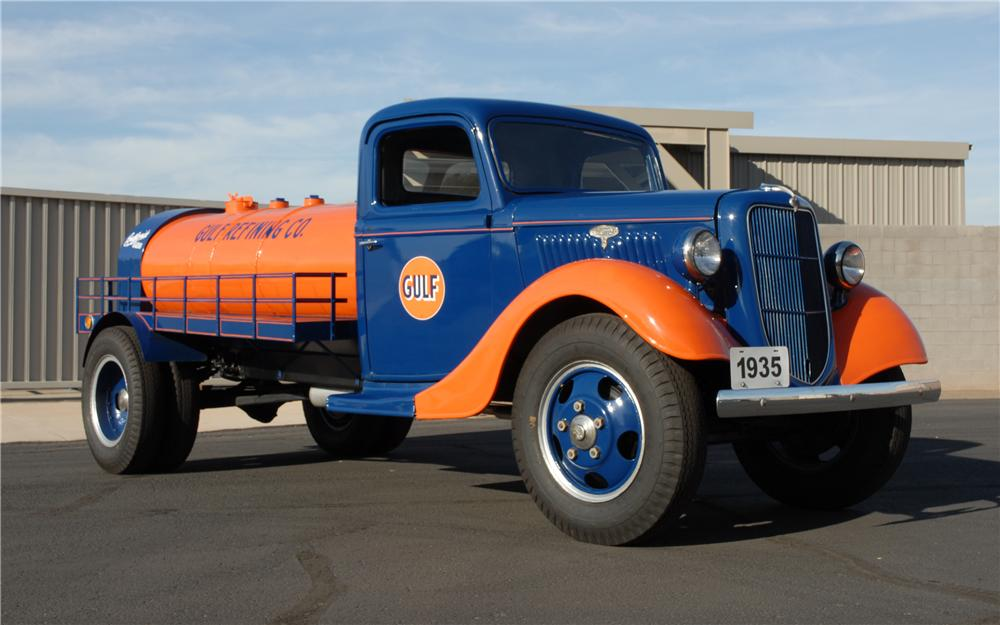 1935 FORD GOLF OIL 2 TON TANKER TRUCK - Front 3/4 - 45254