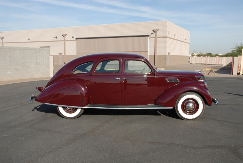 1937 LINCOLN ZEPHYR 4 DOOR SEDAN - Side Profile - 45256