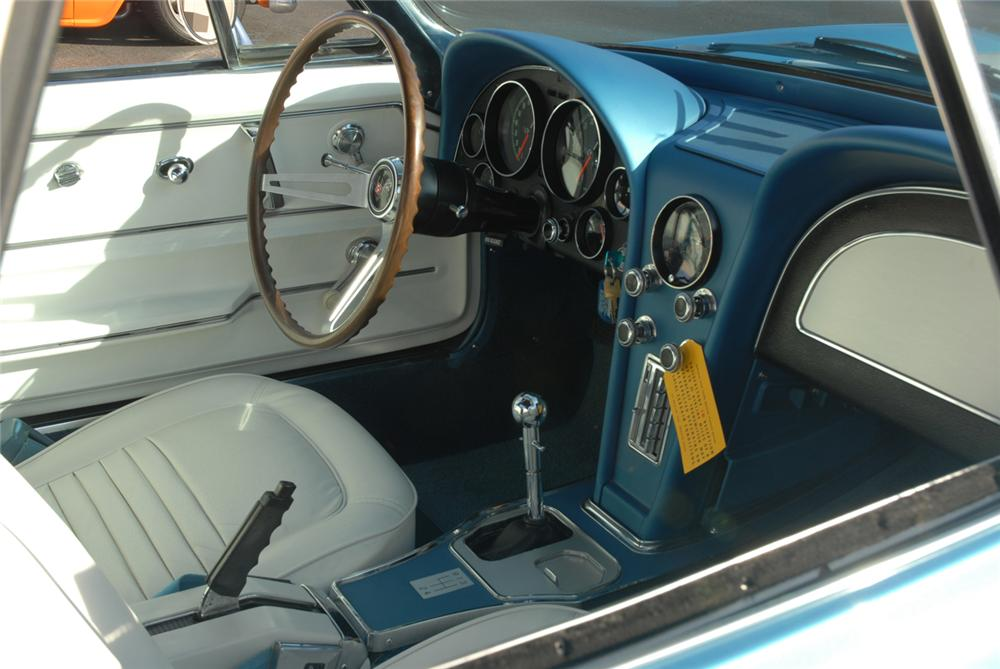 1967 CHEVROLET CORVETTE CONVERTIBLE - Interior - 45275