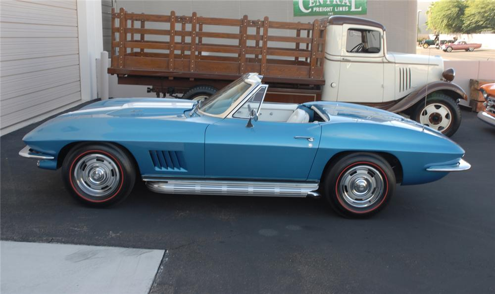 1967 CHEVROLET CORVETTE CONVERTIBLE - Side Profile - 45275
